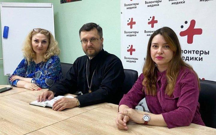 Настоятель прихода протоиерей Валерий Рябоконь провел рабочую встречу с сотрудниками СГМУ и волонтерами ресурсного центра «МедВолна»