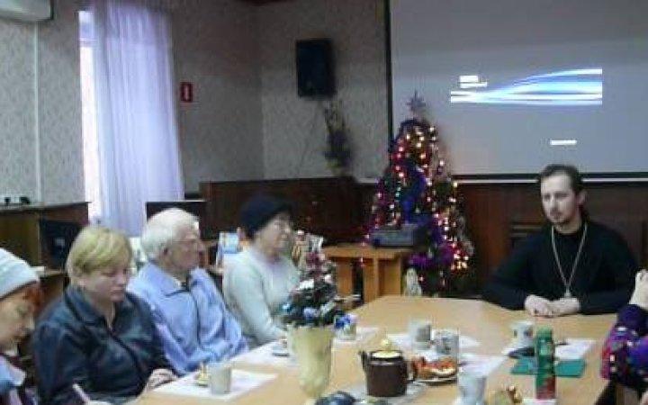 Беседа со священнослужителем в Смоленской областной библиотеке для слепых