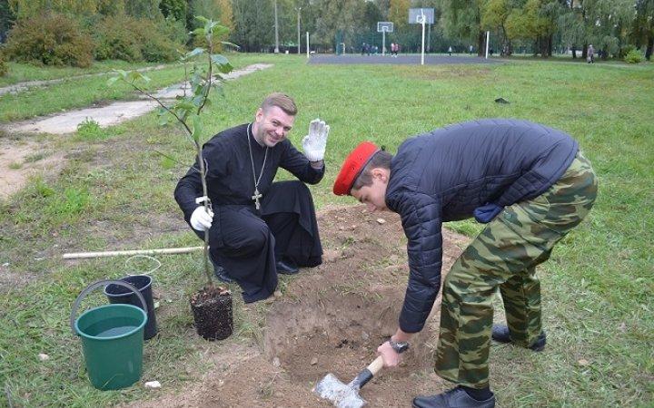 25 Сентября в честь 76- й годовщины со дня освобождения  Смоленщины, в преддверии 75-летитя великой Победы волонтерами и Юнармейцами МБОУ «СШ №35» был заложен « Школьный сад Победы».