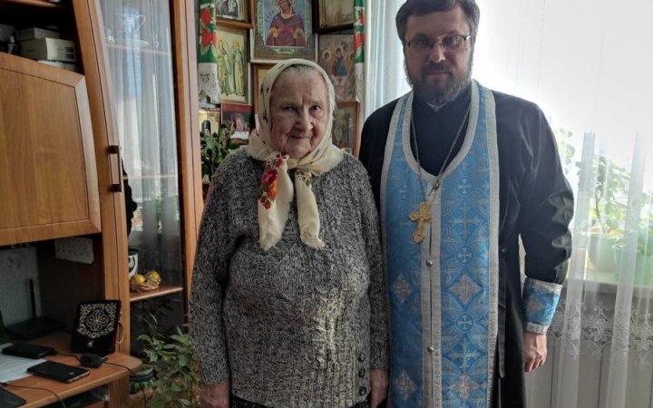 Настоятель прихода протоиерей Валерий Рябоконь поздравил с 95-летием старейшую прихожанку храма Анну Яковлевну!
