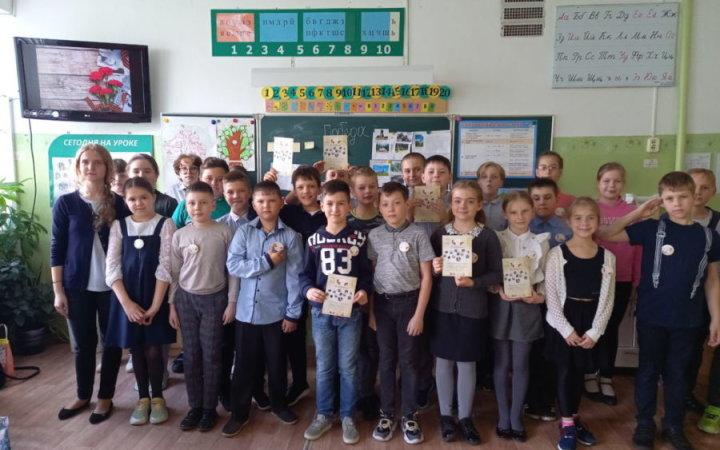 Участники команды проекта «Жемчужное ожерелье Святой Руси» проводят «Уроки Победы» для смоленских школьников
