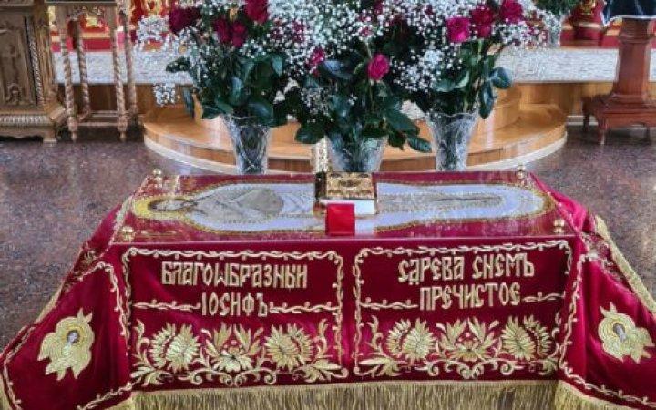 Настоятель храма протоиерей Валерий Рябоконь после чина выноса Плащаницы обратился к прихожанам