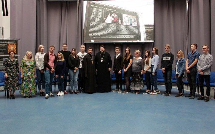 Выставки «Подвигу новомучеников посвящается» и «Семья как школа веры и любви»
