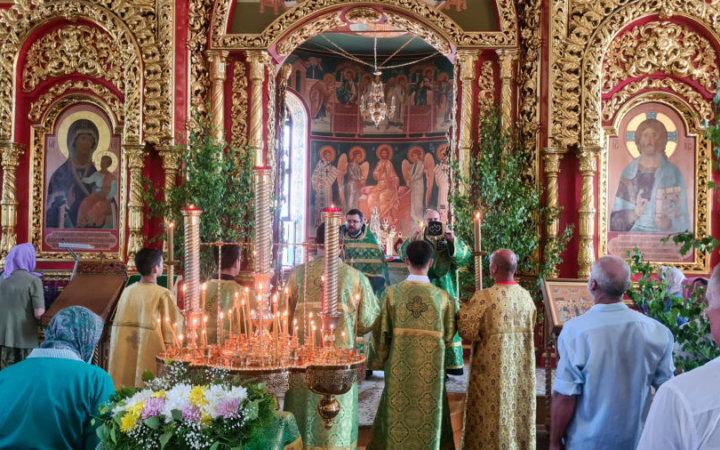 Поздравляем всех прихожан с Днем Святой Троицы!